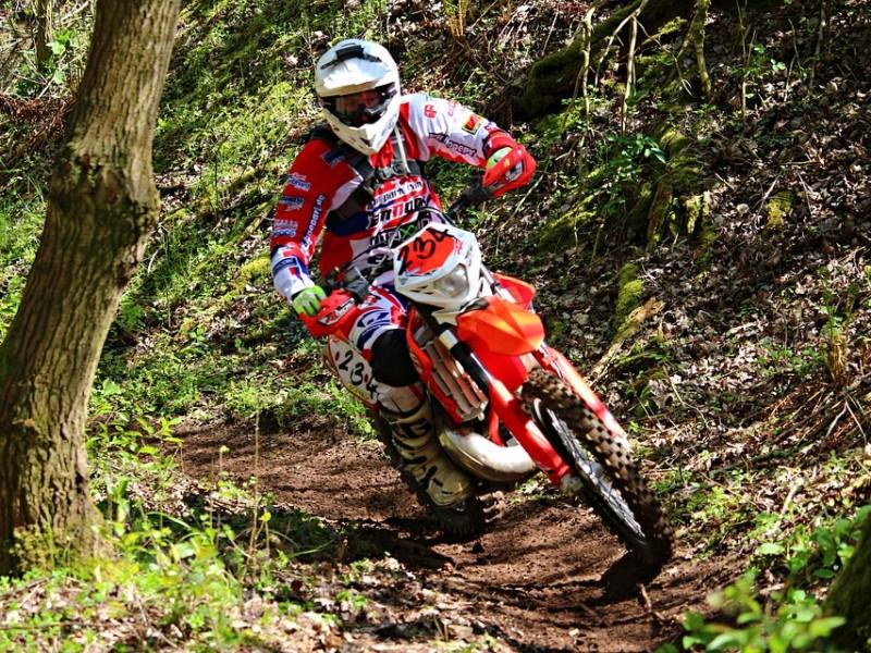 motocross-1376742_960_720